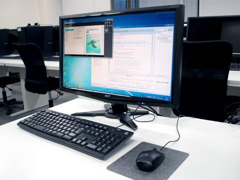 教室のデスク環境